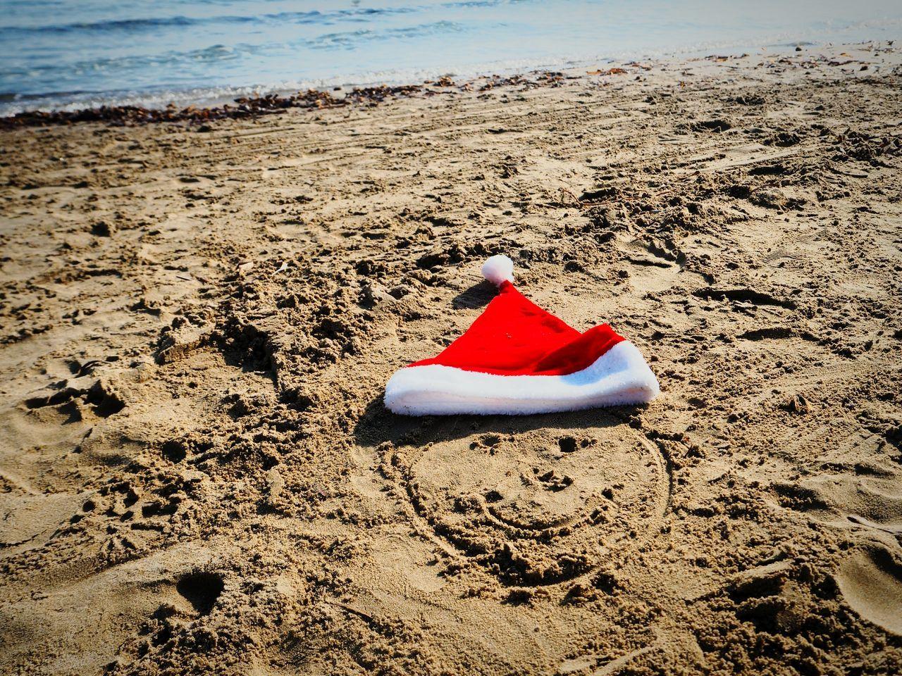 Christmas Around The World Christmastime Weihnachten Strand Santa Beach Weihnachtsmütze Sunshine