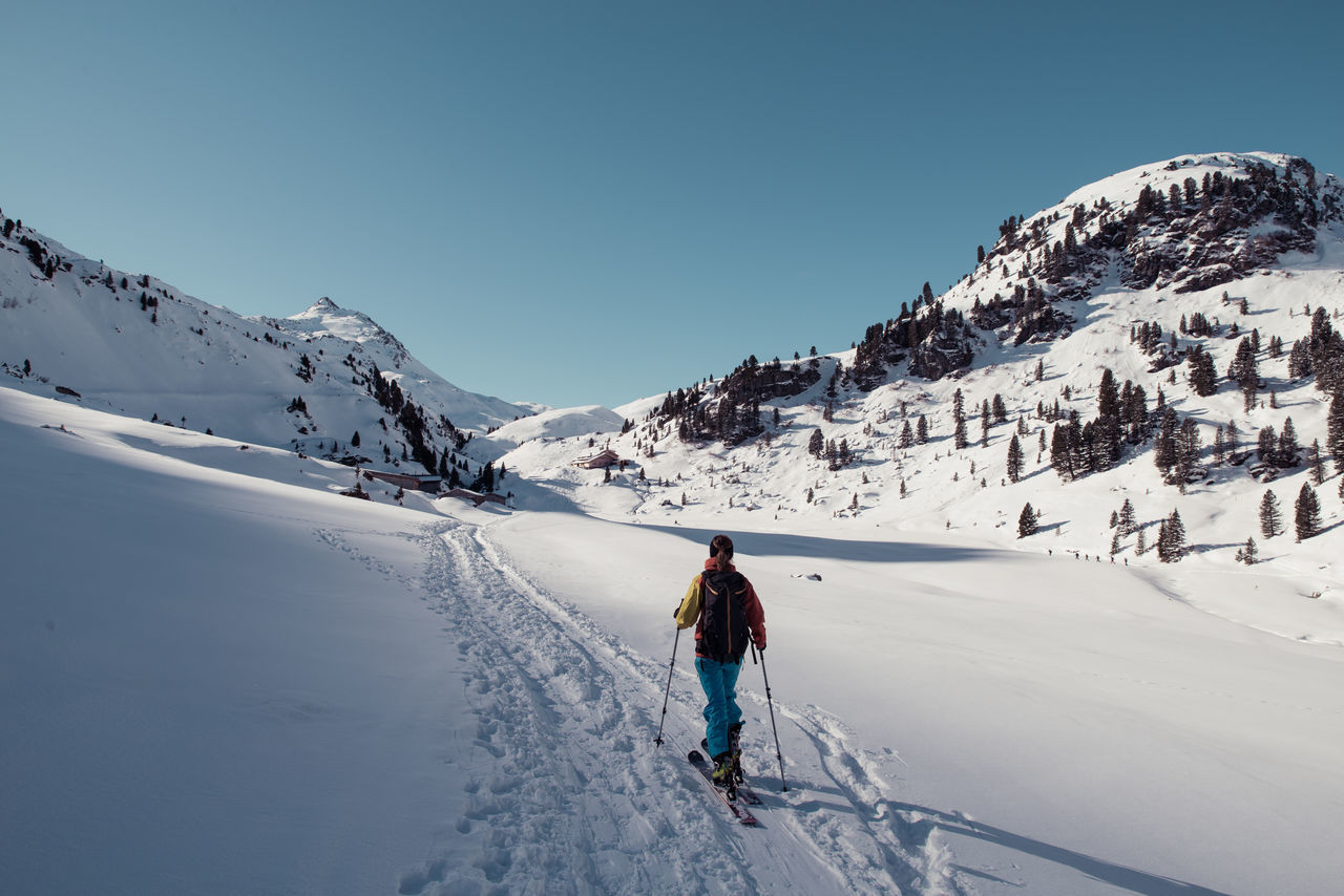 skitouring woman near Bamberger Hütte Aleitenspitze Bamberger Hütte Baumgartgeier Hütte Landscape Morning Sun Mountain Negative Space Schafsiedel Ski Ski Touring Skitour Skitouring Sky And Clouds Snow Sport Touring Tristkopf Winter Let's Go. Together. Lost In The Landscape Second Acts