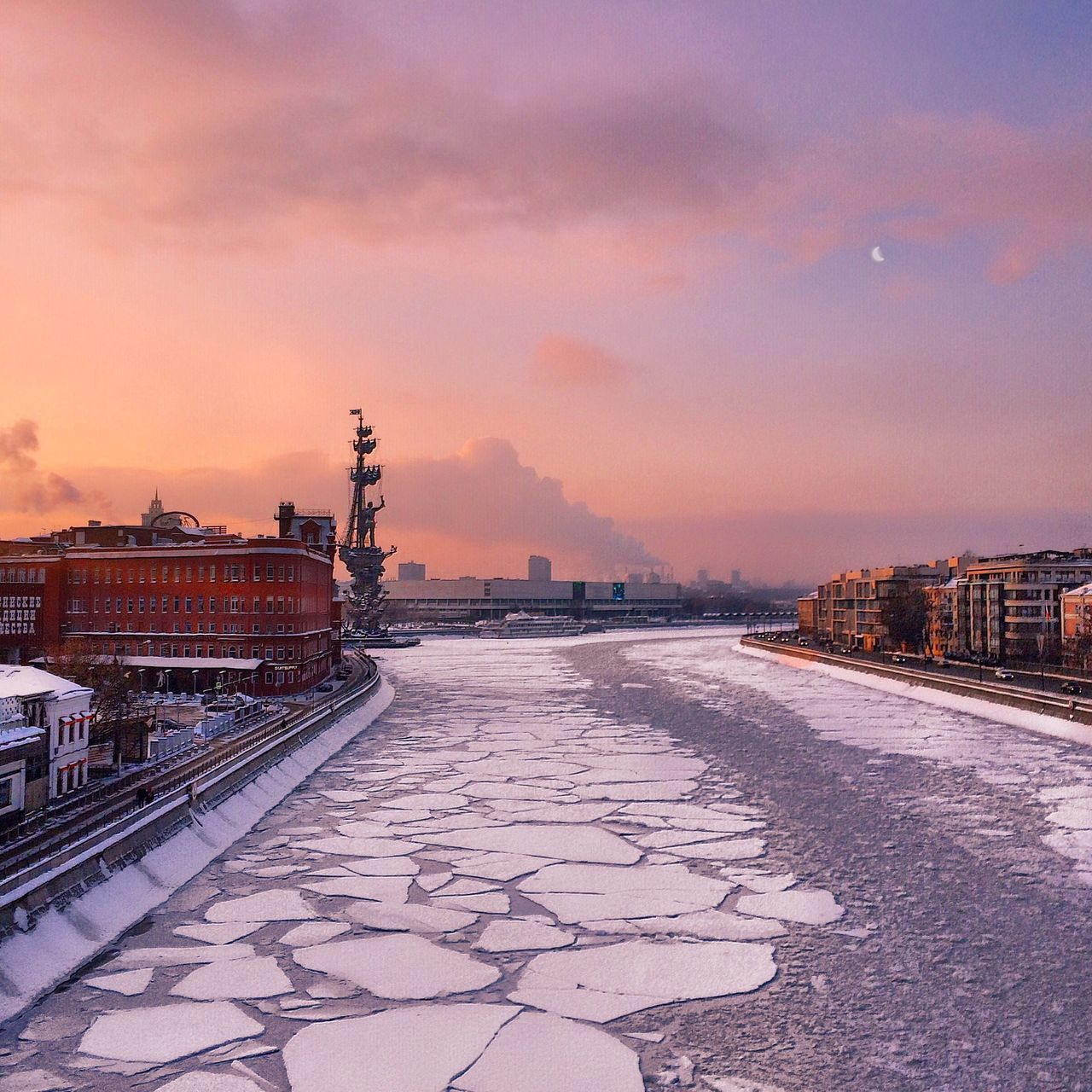 Taking Photos Architecture_collection EyeEm Best Shots Russia Relaxing Taking Photos Hello World Moscow City Street Photography Streetphotography Architecture Winter Snow ❄ Nature_collection Eyem Nature Lovers  EyeEm Nature Lover Sunset