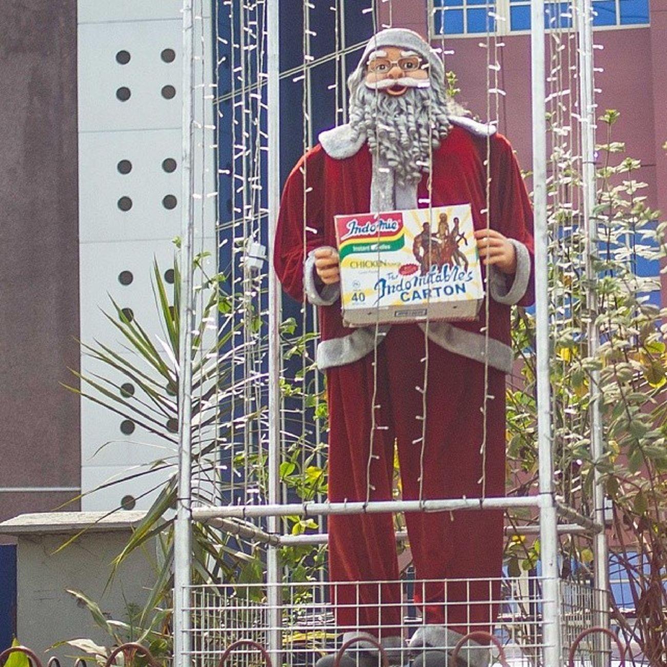 Merry Christmas Nigeria ... ChristmasInLagos Indomie Santa streetphotography Lagos lagosnigeria snapitoga africa