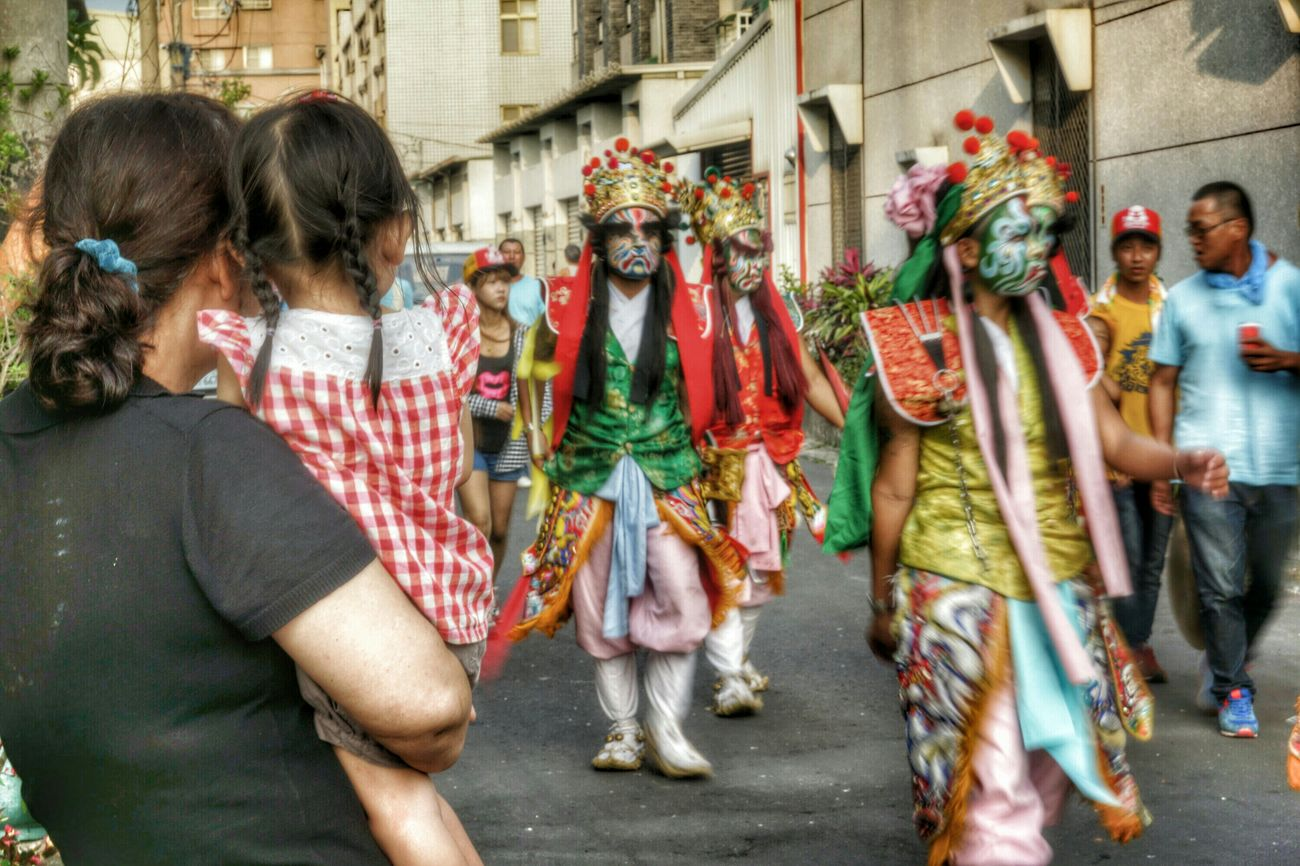拿椅頭看陣頭-2 The View And The Spirit Of Taiwan 台灣景 台灣情 Streetphotography What I Saw People Portrait