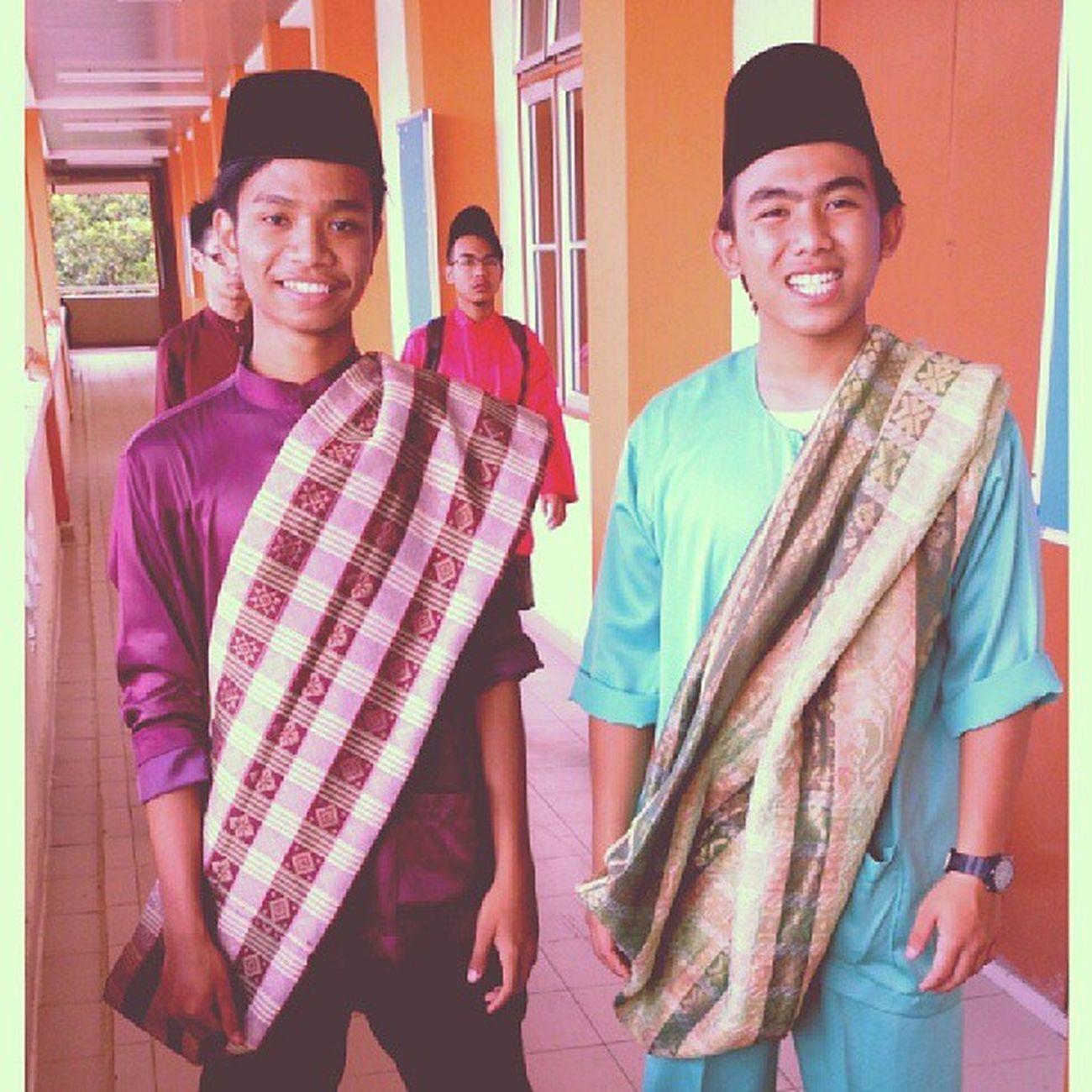 Bersama abang Jawa celop @azril_shah di majlis jamuan hari raya yang tak berapa nak cukup sponsor. Muka tetap kena happy. Kmns Raya2013