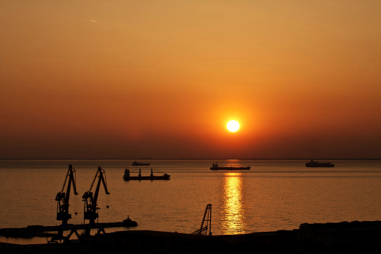 sunset, orange color, sun, beauty in nature, sea, scenics, nature, water, silhouette, tranquility, reflection, sky, sunlight, tranquil scene, idyllic, outdoors, no people, horizon over water