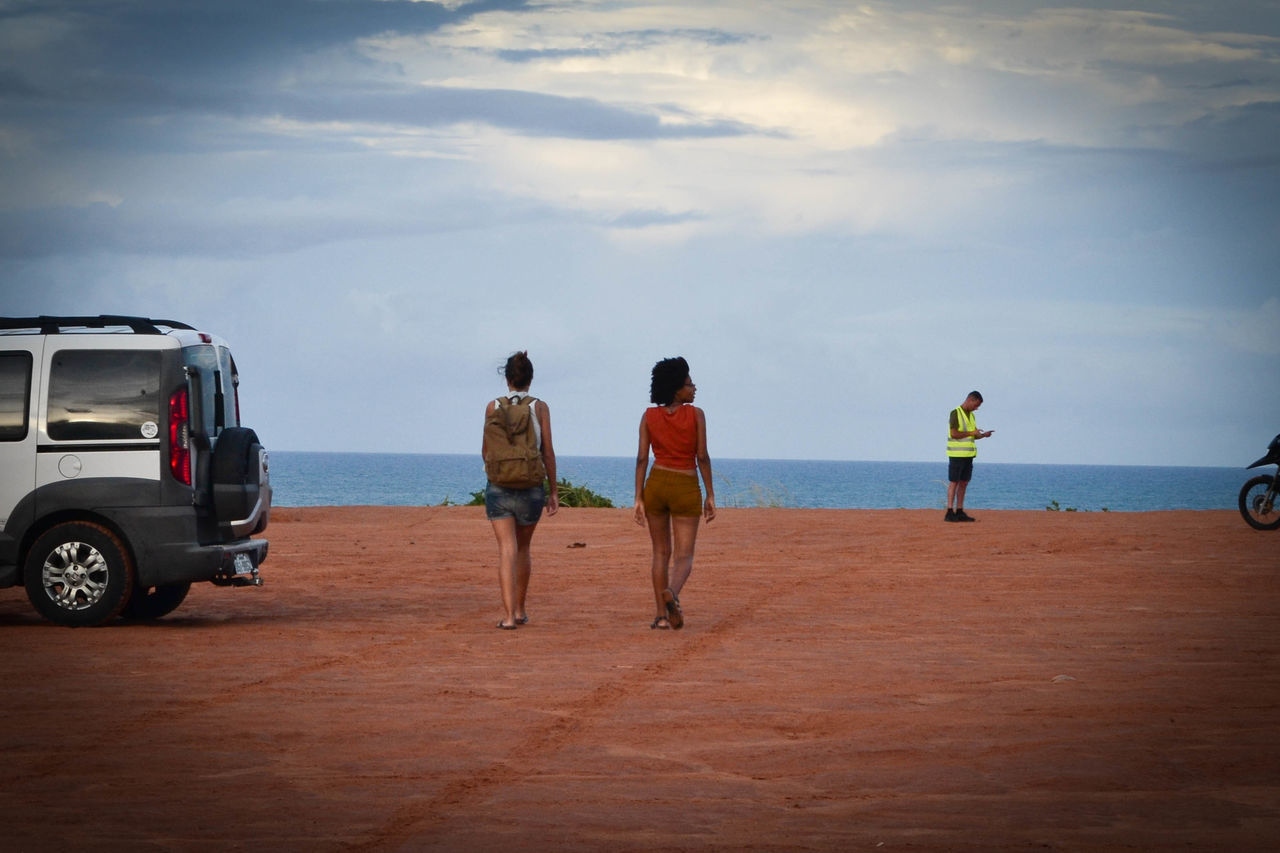 real people, rear view, sky, full length, sea, men, beach, transportation, day, cloud - sky, standing, nature, lifestyles, horizon over water, friendship, togetherness, water, outdoors, beauty in nature, people