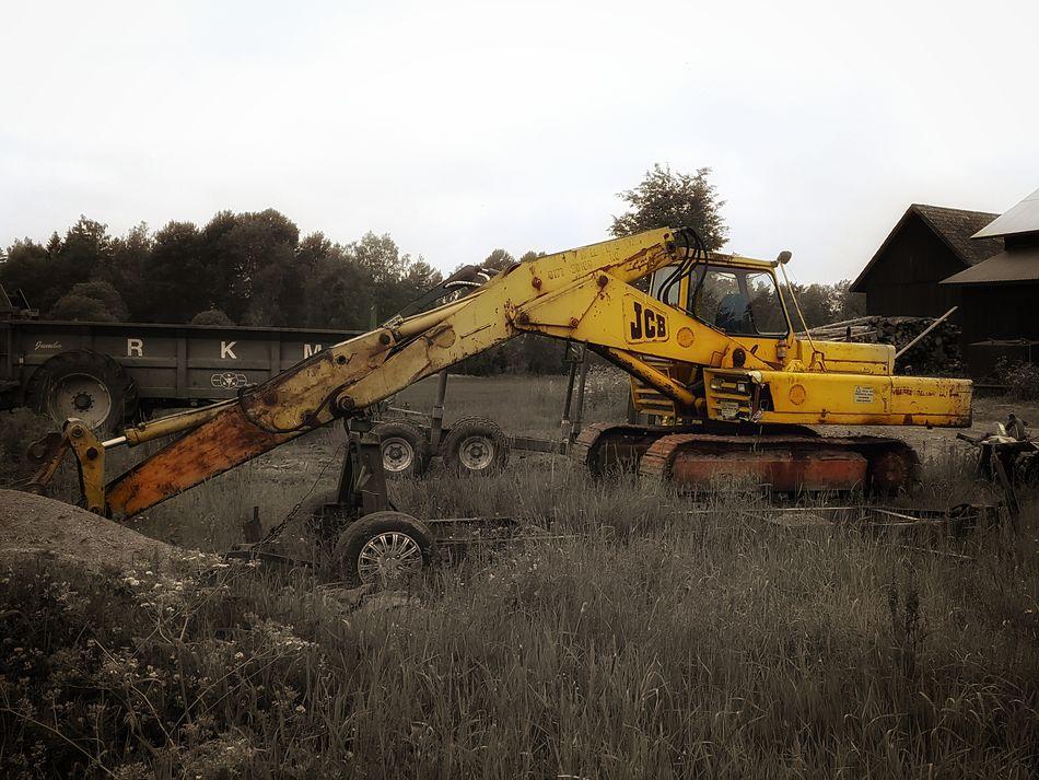 Old-fashioned Weathered Abandoned Old Exavator Power Shovel Outdoors Day