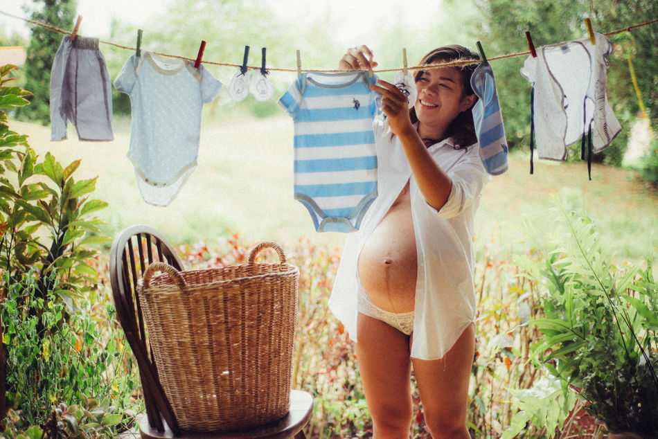 Beautiful stock photos of familien, 25-29 Years, Grass, Young Women, anticipation