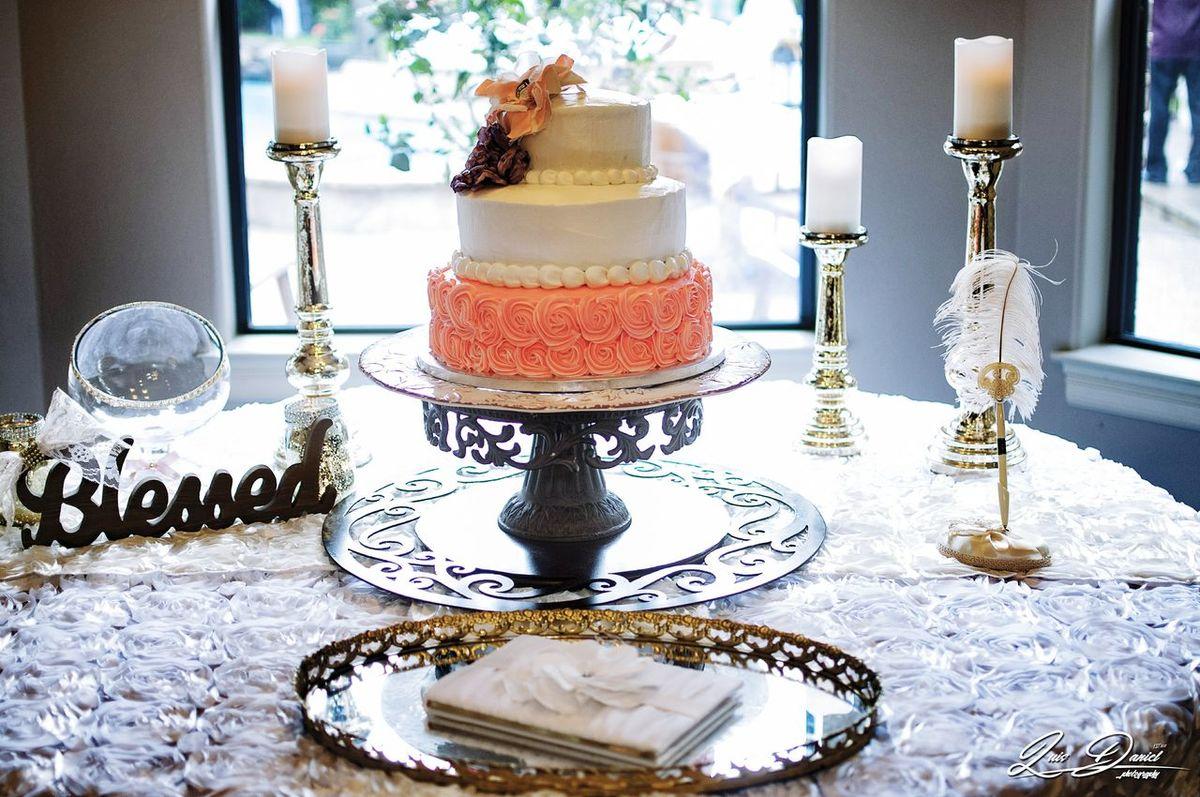 This cake is a work of art Table Indoors  Luxury Close-up Luis Daniel Photography Cake Cakestagram beauty Wedding Photography Weddingcake