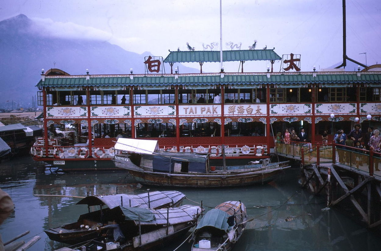 Tai Pak Floating Restaurant (1972) Capital City Composition Famous Place Floating Restaurant Full Frame Fun Hazy Sky Hong Kong Kowloon Mode Of Transport Moored Nautical Vessel No People Outdoor Photography Red White And Green Reflection Restaurant Ripples In The Water Sampans Tai Pak Tourist Attraction  Tourist Destination Transportation Water