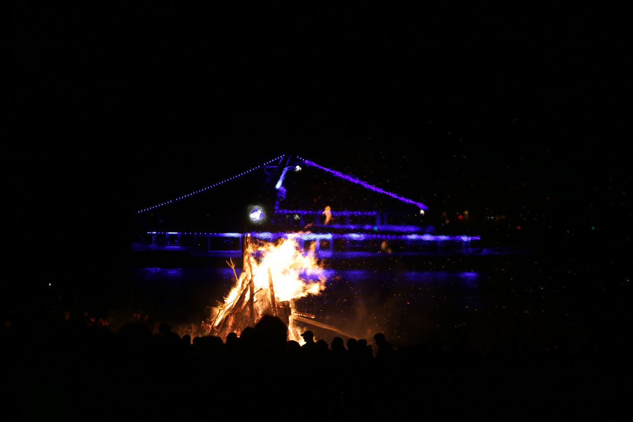 1701, Hamburg, Blankenese, easter fire Arts Culture And Entertainment Blankenese Celebration Easter Easter Fire Easter Saturday Elbe Event Fire Firework - Man Made Object Hamburg Illuminated Night Outdoors
