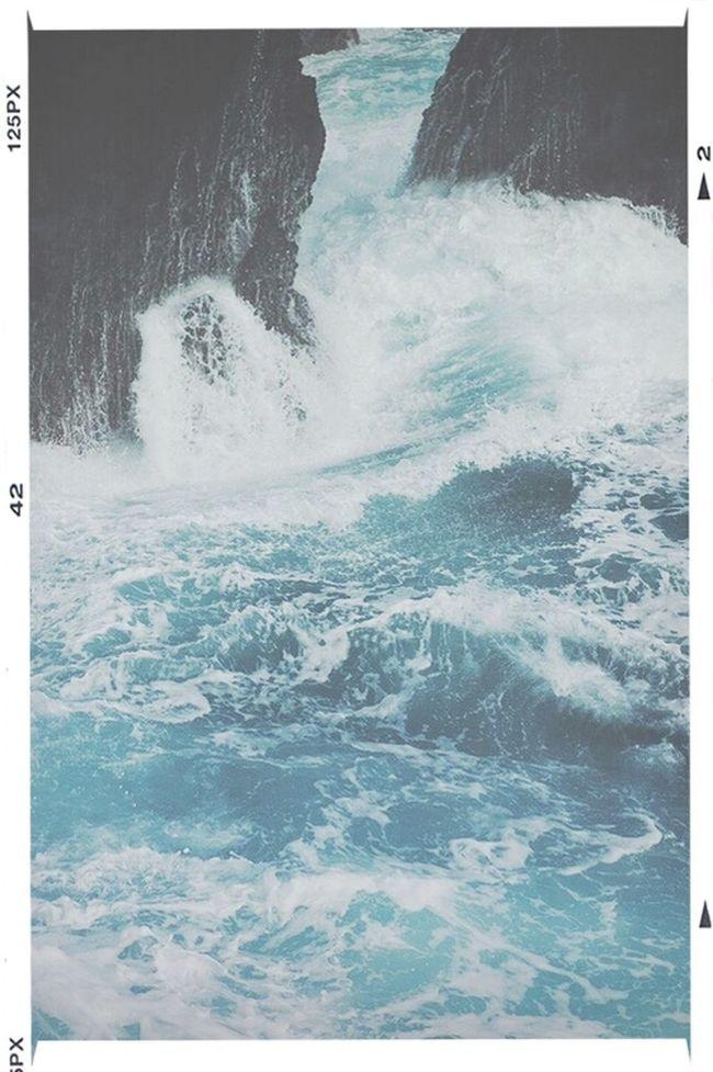 sii sempre come il mare che infrangendosi contro gli scogli, trova sempre la forza di riprovarci.
