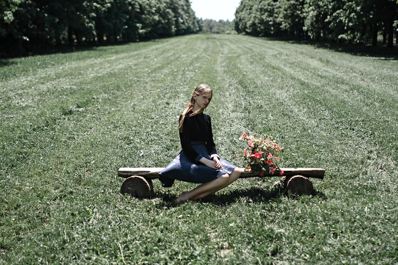 Only Women One Woman Only Adults Only One Person Grass Full Length Adult Outdoors Day People Flower Tree Nature Green Color Happiness Smiling Sitting Blond Hair Relaxation Women Looking At Camera The Portraitist - 2016 EyeEm Awards TheWeek On EyEem Portraitist - 2016 Eyeem Awards One Young Woman Only