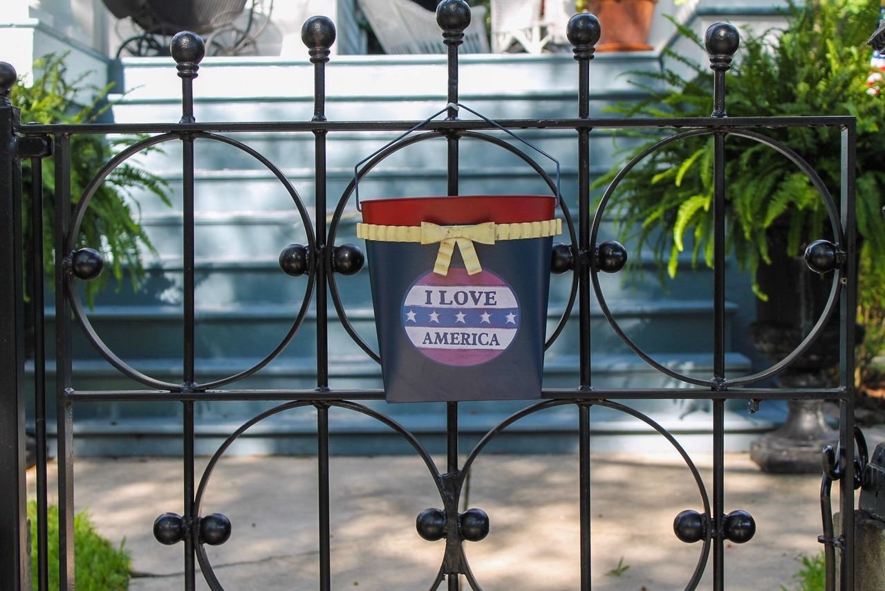 No People Communication Close-up Outdoors Day Architecture Fence American America Decor Decoration Yard