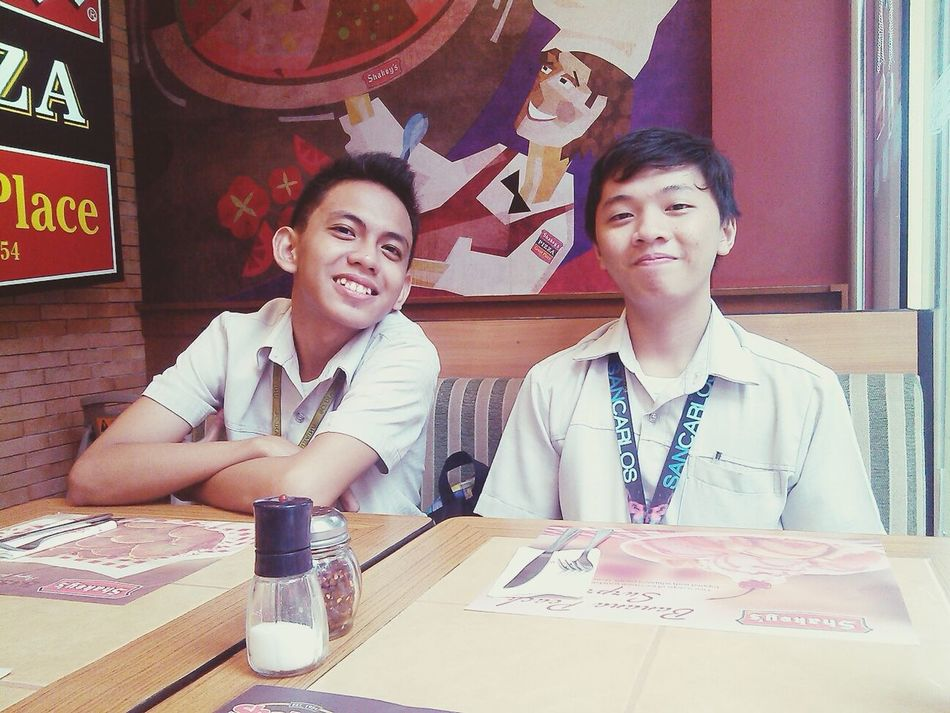 Pizza Time At Shakey's♥