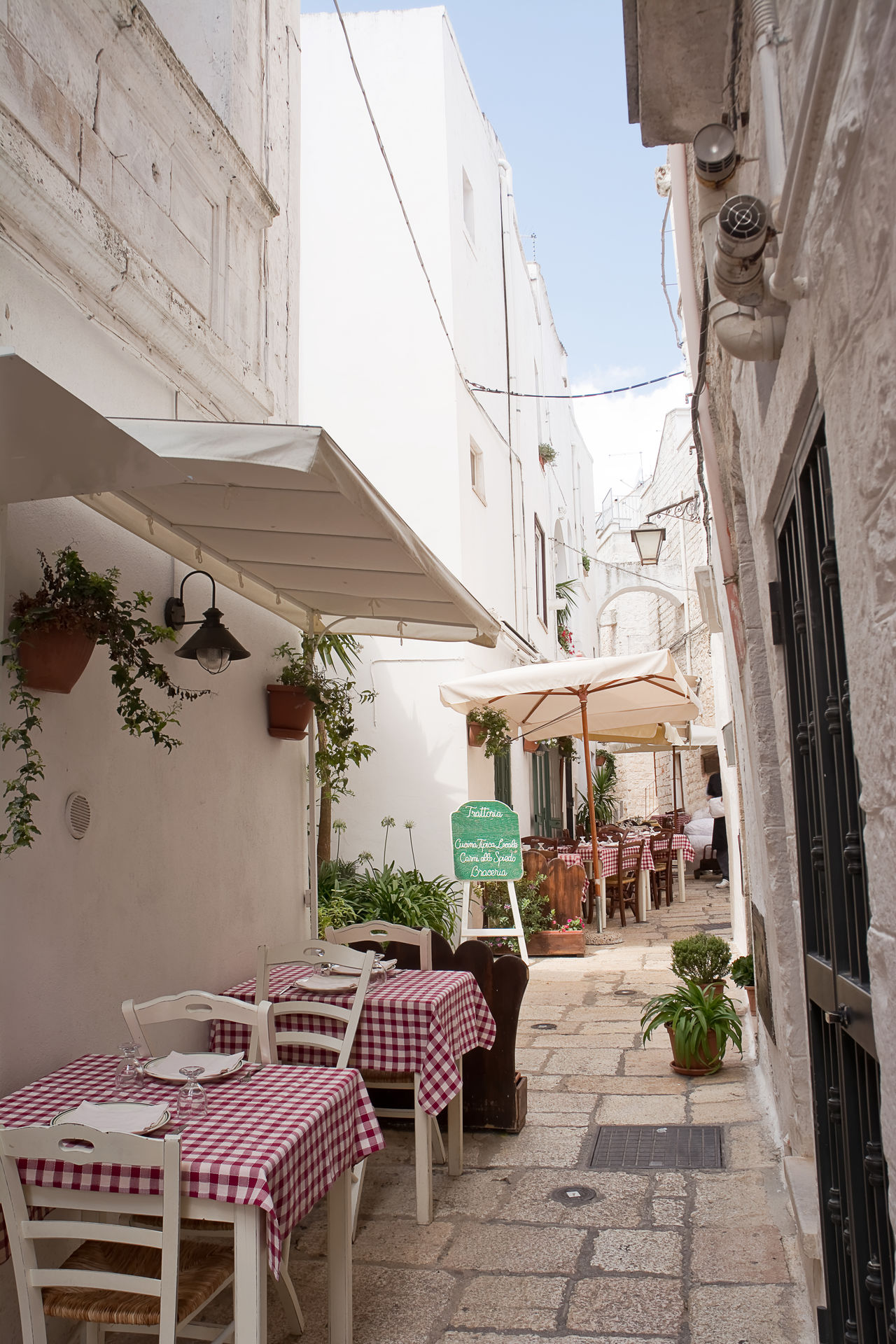 Table set in the alley of Cisternino (Apulia) Restaurant Alley Apúlia Cisternino Gazebo Italy Itria Menu Ostuni Puglia Salento Street Table Tablecloth Tableware