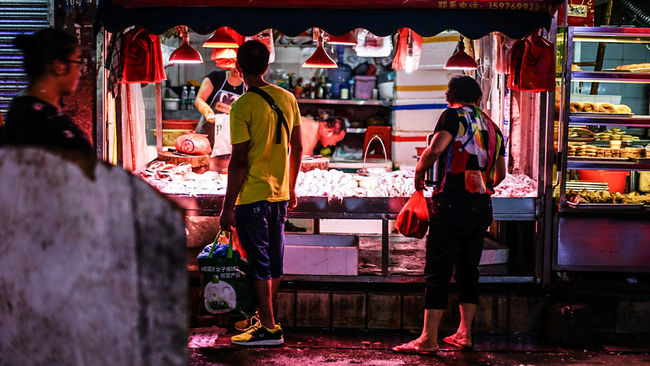 Deadfish Died Fish Freash Selling Streetphotography Street Dead Fish For Sale? Dead Die Blood Fish Market City Street Quite Place Market Fishes Fish People People's Life China Zhuhai Zhuhaicity Night Nightphotography Night Lights