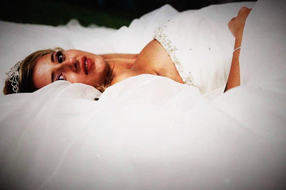 Woman Justmarried💑 Bride Wedding Dress Taking Photos Congratulations