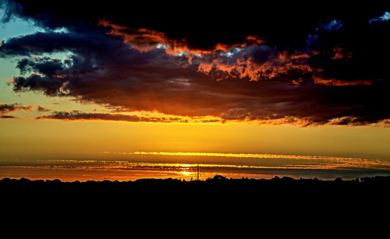 6pm @vannes Sunset Sky Beauty In Nature Tranquility Outdoors Scenics Nature No People Travel Destinations Sky And Clouds Landscape France Photos Nikonphotography Landscape_photography Landscape_Collection Fine Art Photography Fukazy Cloud - Sky Vannes Bretagnetourisme Full Frame Travel Brest City