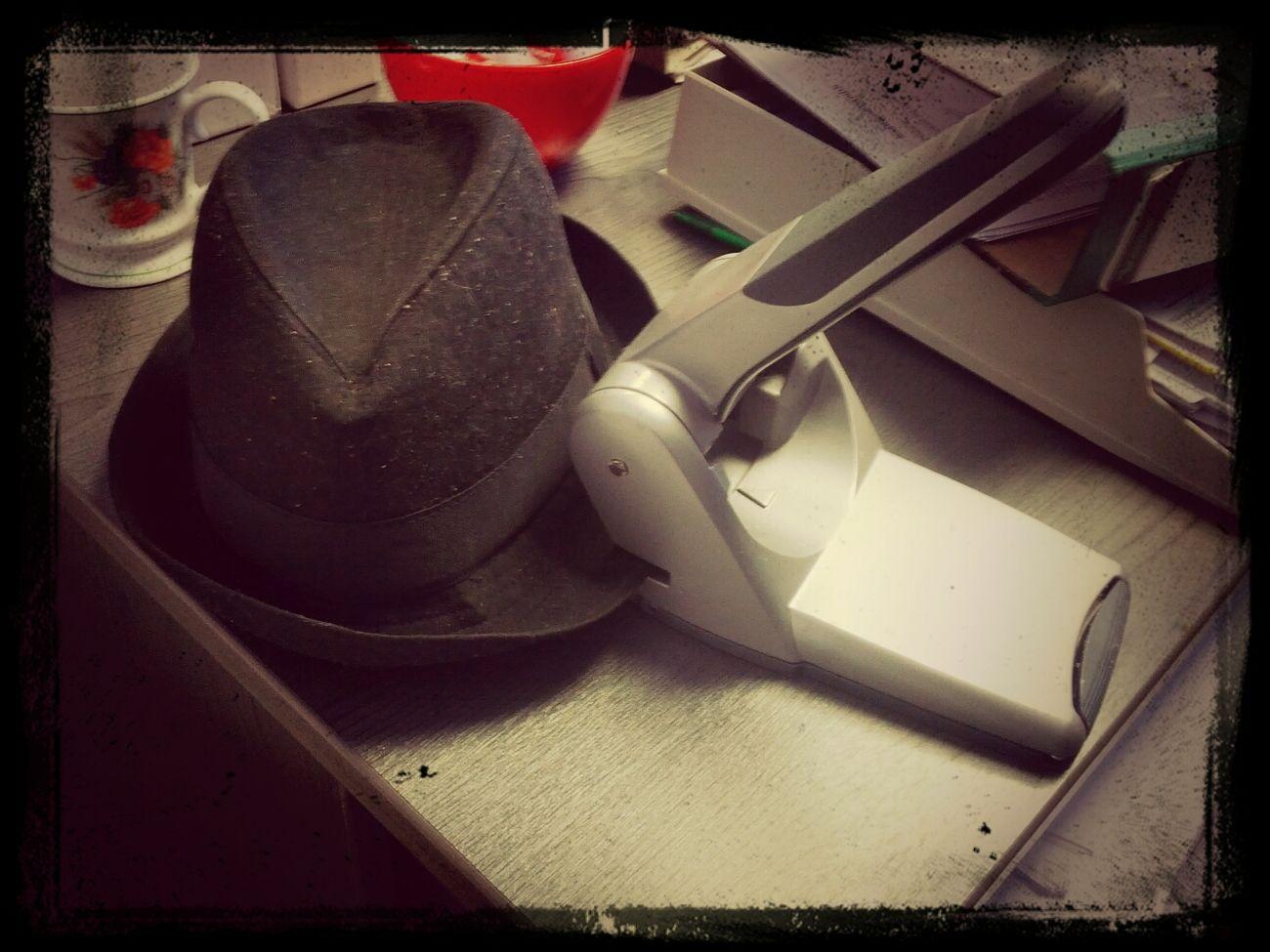 Der Locher will Stress. #BüroKrieg Büro Krieg