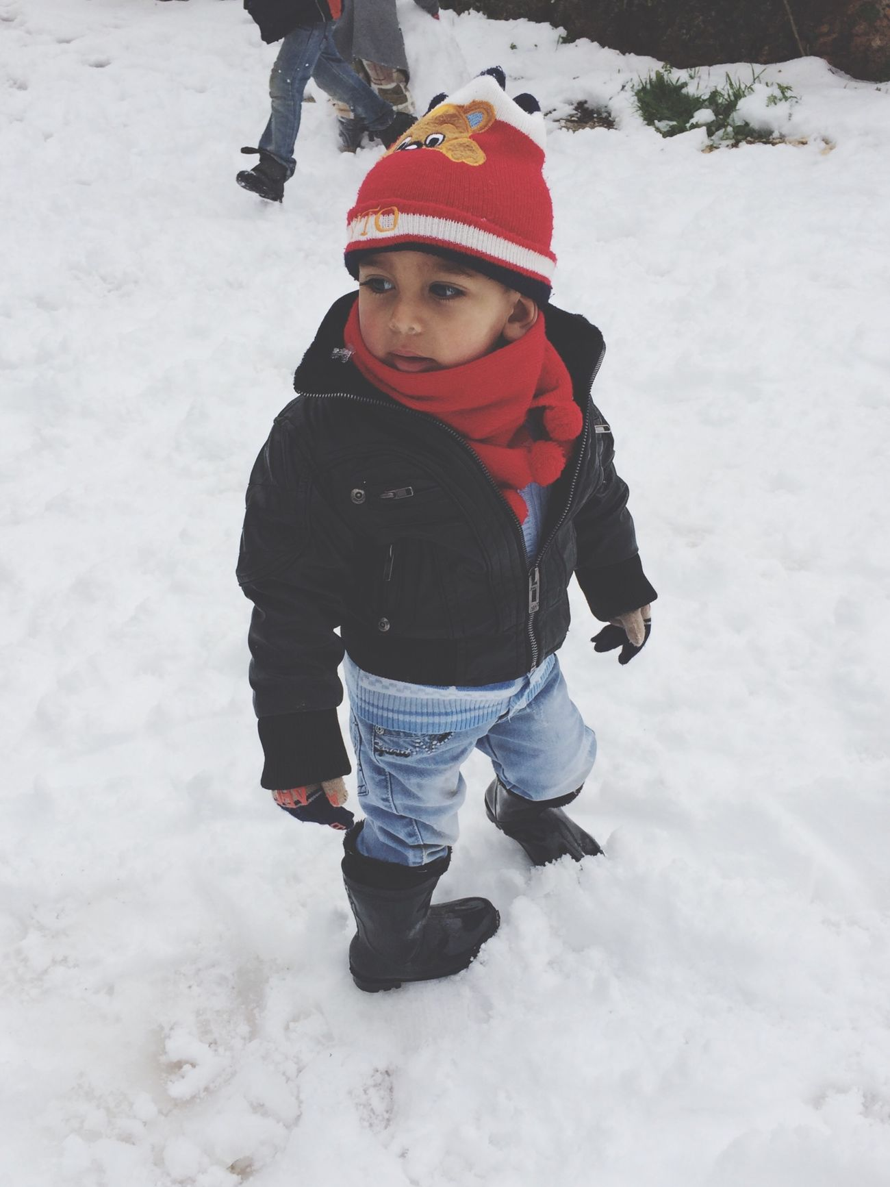 Hi! thats Al HasoOoN play withe the snow Relaxing