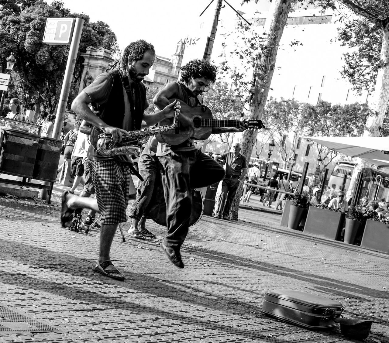 street performers are a main attraction on the streets of Barcelona, where talented artists perform for tourists and can earn some return and appreciation Capture The Moment The Photojournalist - 2016 EyeEm Awards Feel The Journey Original Experiences Natural Light Portrait Fine Art Photography Music Brings Us Together capturing motion Snap A Stranger