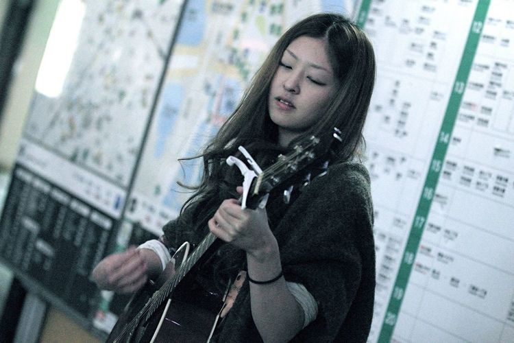 Her Name Is Sayuri Murakami. She Is A Singer-songwriter. She Is Very Good At A Song. She Can Be Known By YouTube. I Think That The Day Which Makes Its TV Debut Is Near.⑹