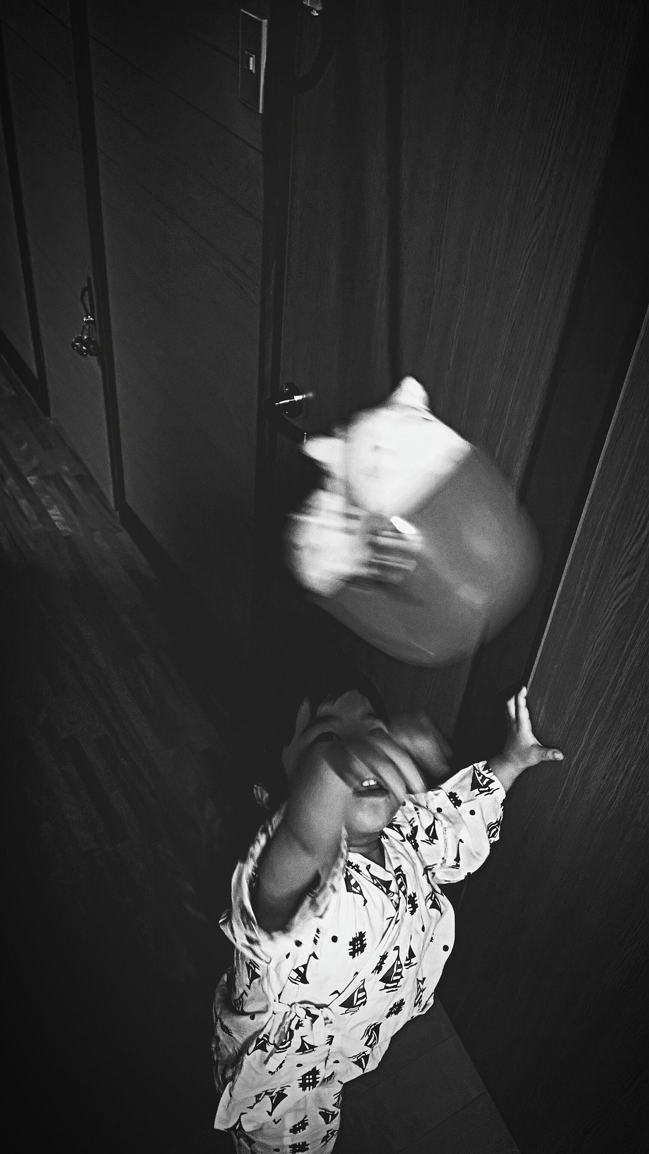 [16.05.31] 目覚め。 Black & White Monochrome Cool Japan Enjoying Life Person Child People Japan Black And White Japanese  Creative Light And Shadow すみっコぐらし ねこ ぬいぐるみ Toys Toy Indoors  Stuffed Animal Pixlr Human Hand