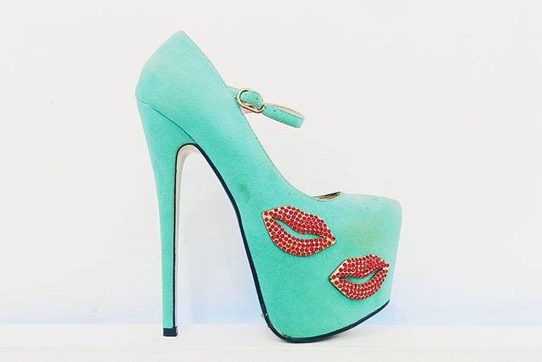 This heel is made for... 5 Vscocam VSCO Vscogrid Vscogood Vscocamrd Vscocamisland Igersrepdom Igers Ig_republicadominicana Heels Green Kiss WhoWearThis TheLast