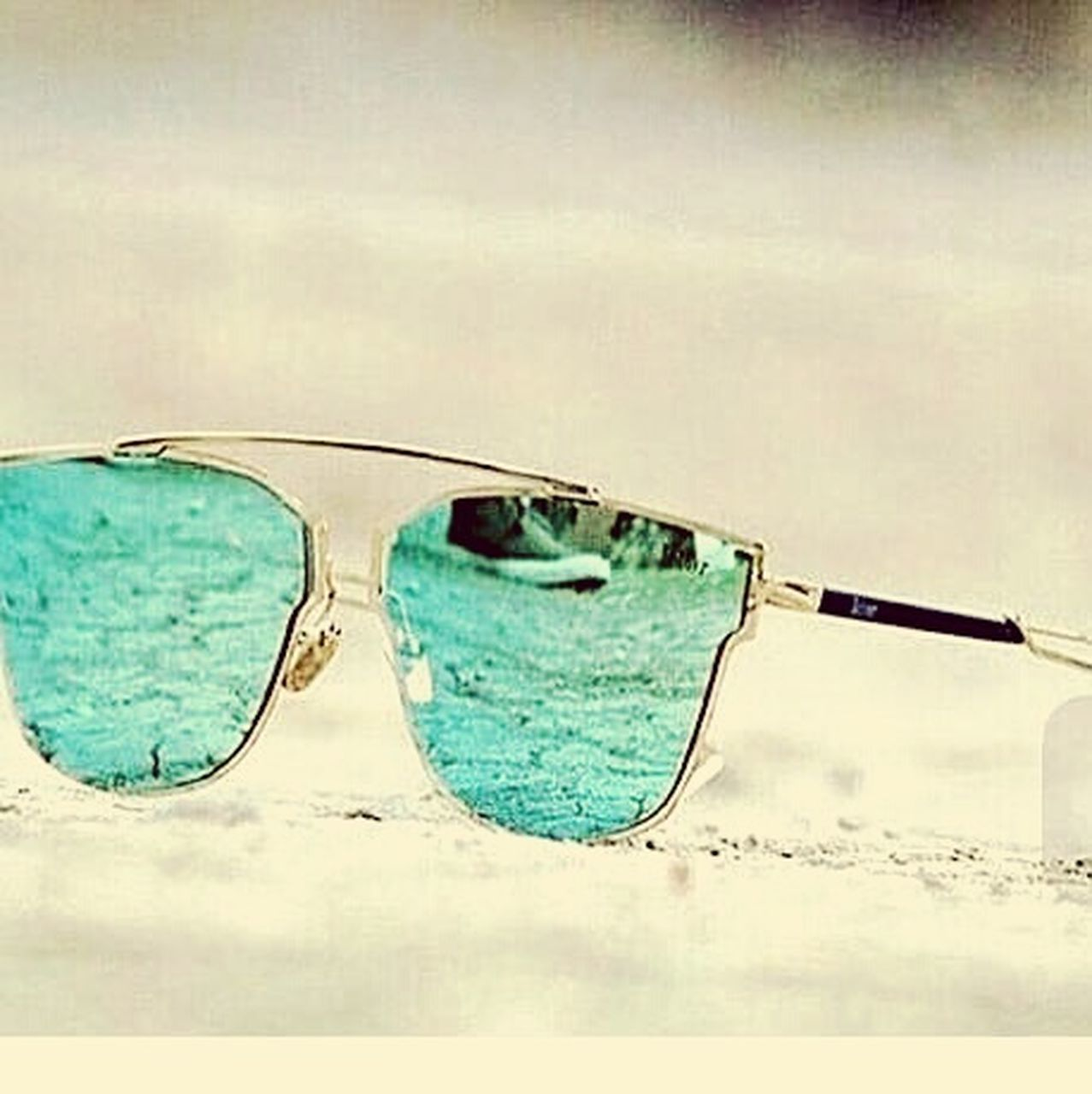 sunglasses, eyeglasses, eyewear, protection, reflection, eyesight, no people, beach, day, outdoors, white background, sky, close-up