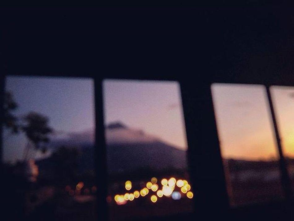 Hunahpú Volcán Antigua Guatemala Guate Guatemaladailyphoto QuePeladoGuate PerhapsYouNeedALittleGuatemala Colores Viajes  Desenfoque Igers Guategram Instaguate Travel Voyage Trip Sunset Landscape Colors Atardecer Crepusculo Twilight Rooftop TheRealGuatemala