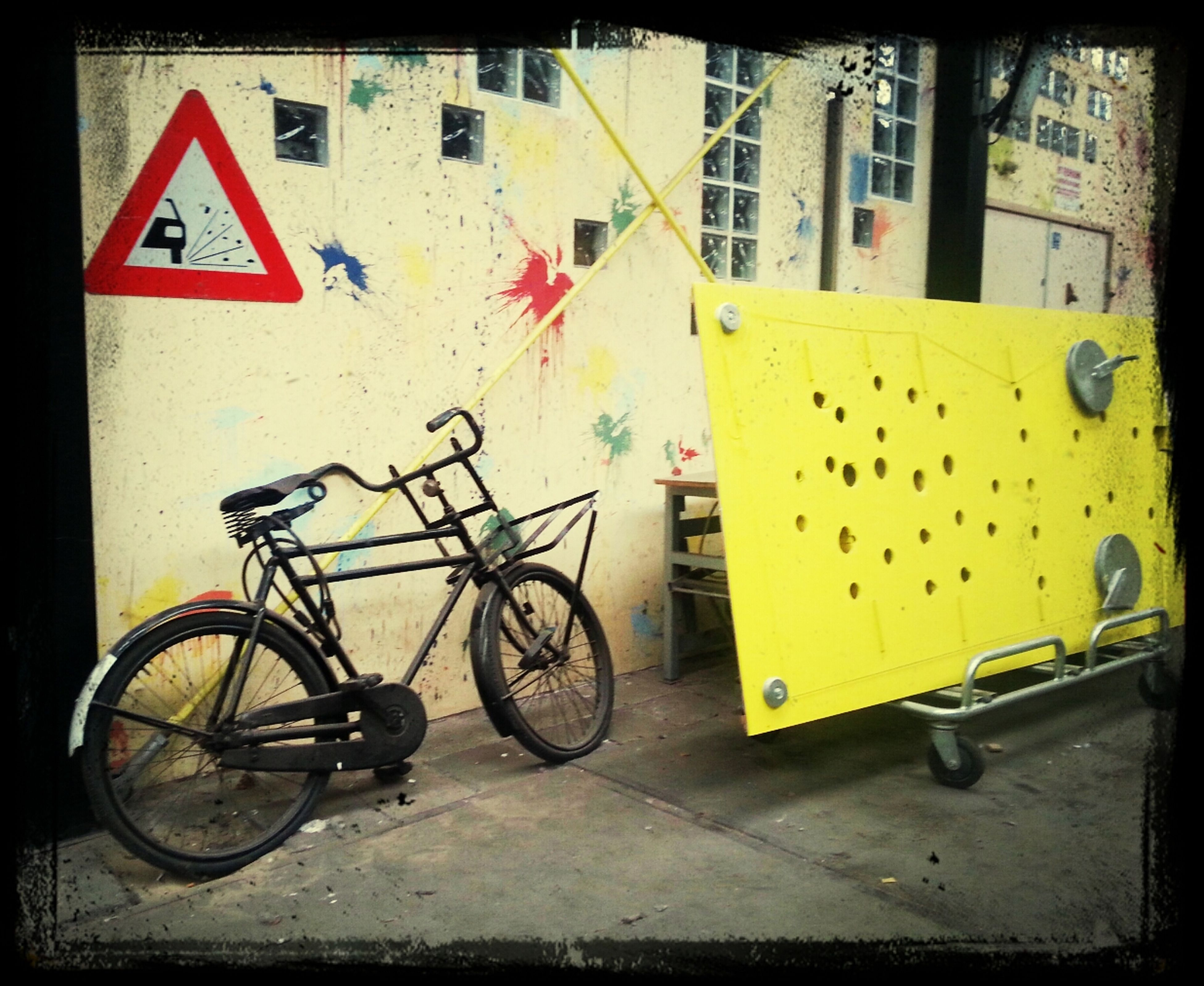 bicycle, transportation, mode of transport, land vehicle, parked, stationary, parking, street, building exterior, cycle, built structure, architecture, side view, yellow, car, travel, road, sidewalk, day, parking lot