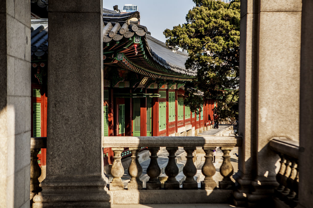Architecture Building Exterior Built Structure Chosun Dynasty Cultures Deoksugung Palace Famous Place Famous Places Hanging Historic Historical Building History In A Row Korean Traditional Architecture Ornate Palace Place Of Worship Religion Spirituality Statue Temple Temple - Building