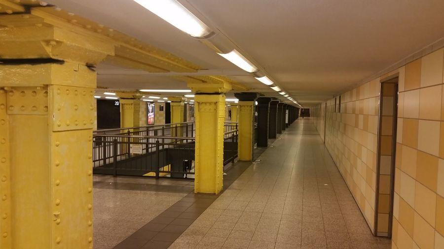 Heller war eindeutig schöner. Steht gelb eigentlich nicht für U zu S Bahn umsteigen ? (Neukölln, Tempelhof) @Bvg.de Subway Public Transportation Myfuckingberlin Architecture_collection