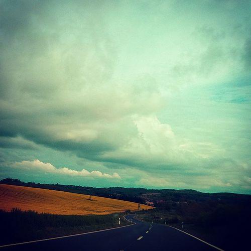 Urbanoutfitters Road Ontheroad Hungary Hungarian Magyarország Magyar Magyarig Ig_hun Dailyphoto Mik Ikozosseg Insta_hu Instalike Instadaily Spring Clouds Cloudporn Ptk_nature_challenge Ptk_nature Like