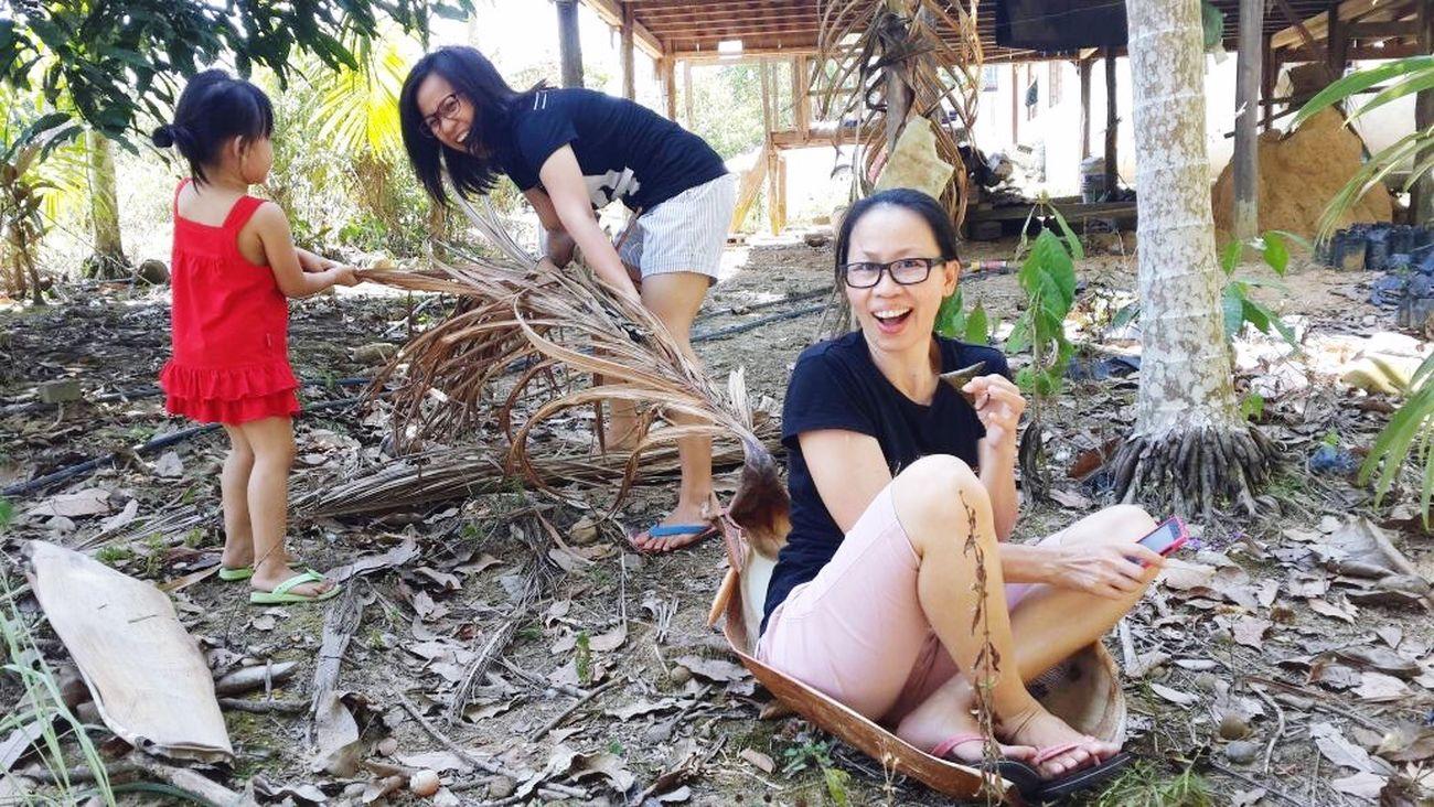 We Are Family Ohana ❤ Enjoying Life Taking Photos Village Borneo Sabah ChildhoodGame