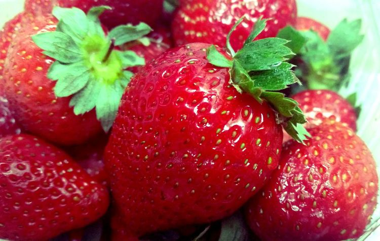 Sweet?Dreams peeps.. Simple Photography Strawberries Red What's For Dinner? Everyday Joy Macro In My Mouf Out Of My Cauldron SZeaglesoul Yummy♡ Fruit