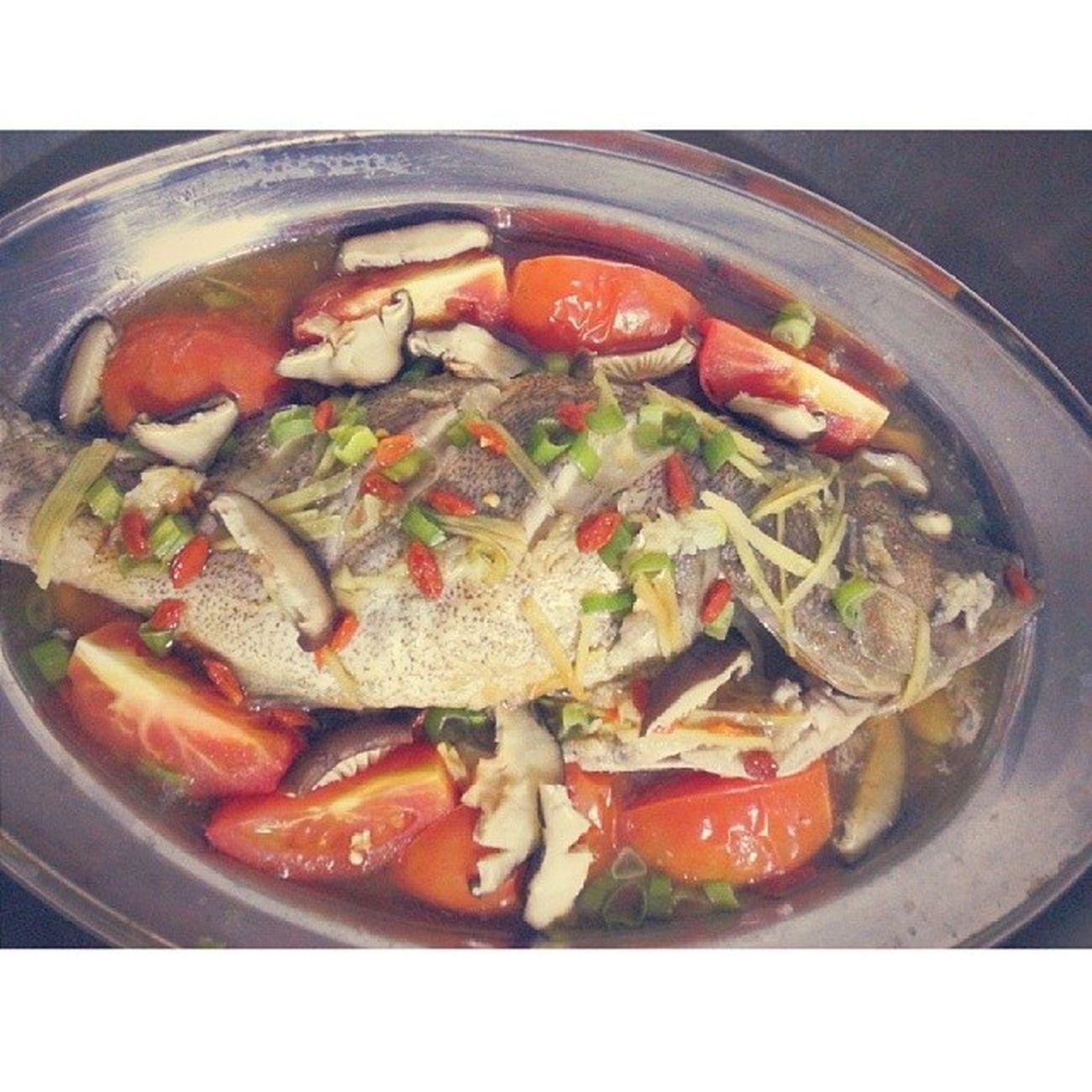 Nom nom nommm... ikan kerapu masak stim kita makan malam ni.. sadap ba ni. ??? Foodporn Food Ikankerapu