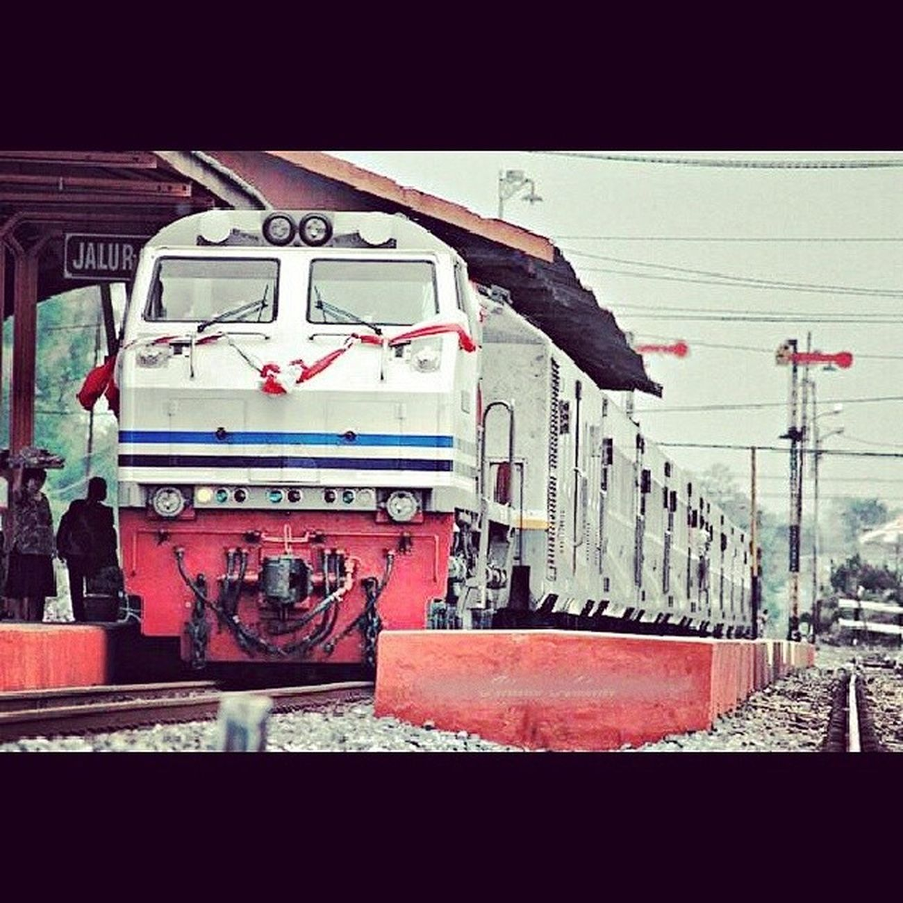 Yang lagi ultah KA 32 Instadroid Instapict Instalike Railfans ML daop8 igers indonesia