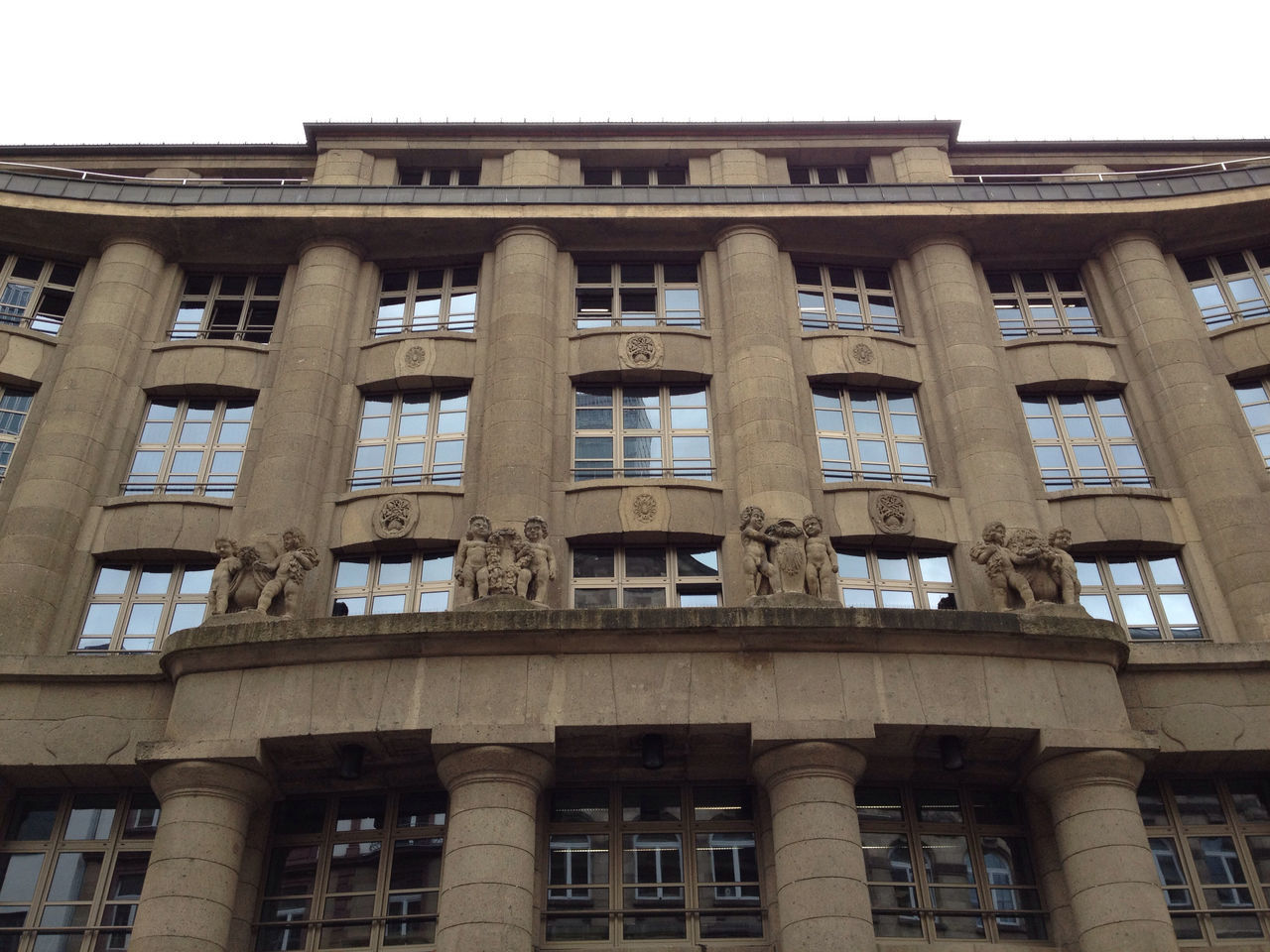 …like this front façade of a building near the Börse!
