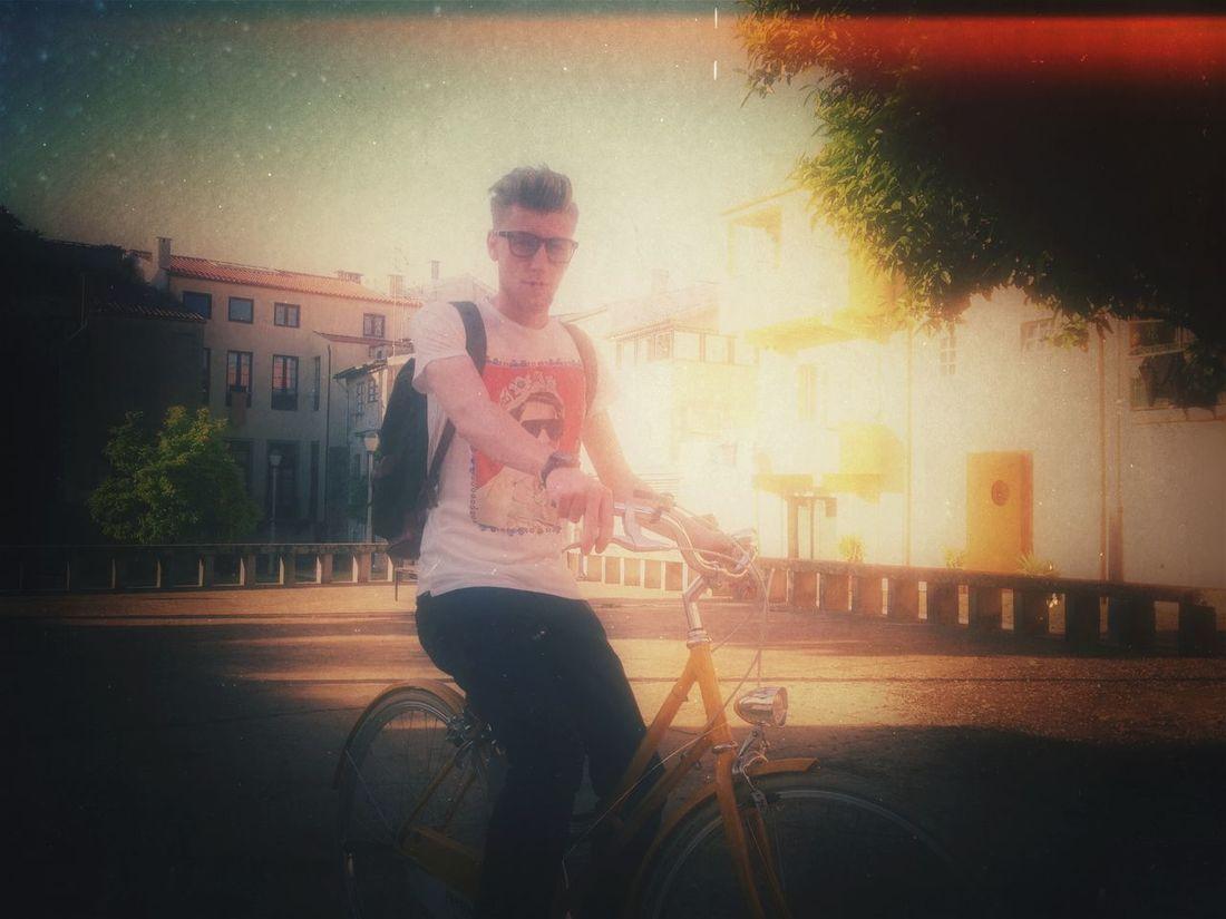 Ogatotoday OGQMOCA, ER2 lesbenjamins t'shirt, céline glasses, Pantone abici italia bicycle, valverde backpack ideal&co with Nuno Valentino