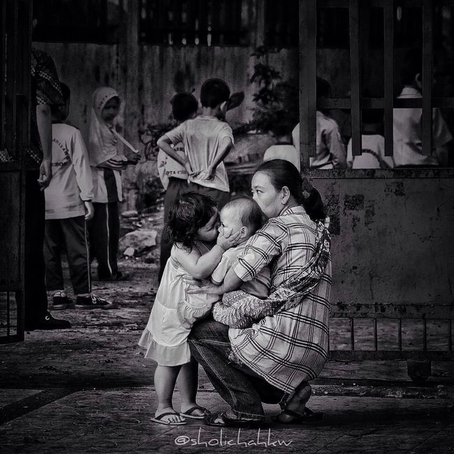 love between siblings Blackandwhite Love Iphonesia GangPolos Gang_family Streetphotography