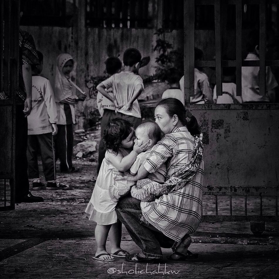 love between siblings Blackandwhite Love Iphonesia GangPolos Gang_family Streetphotography