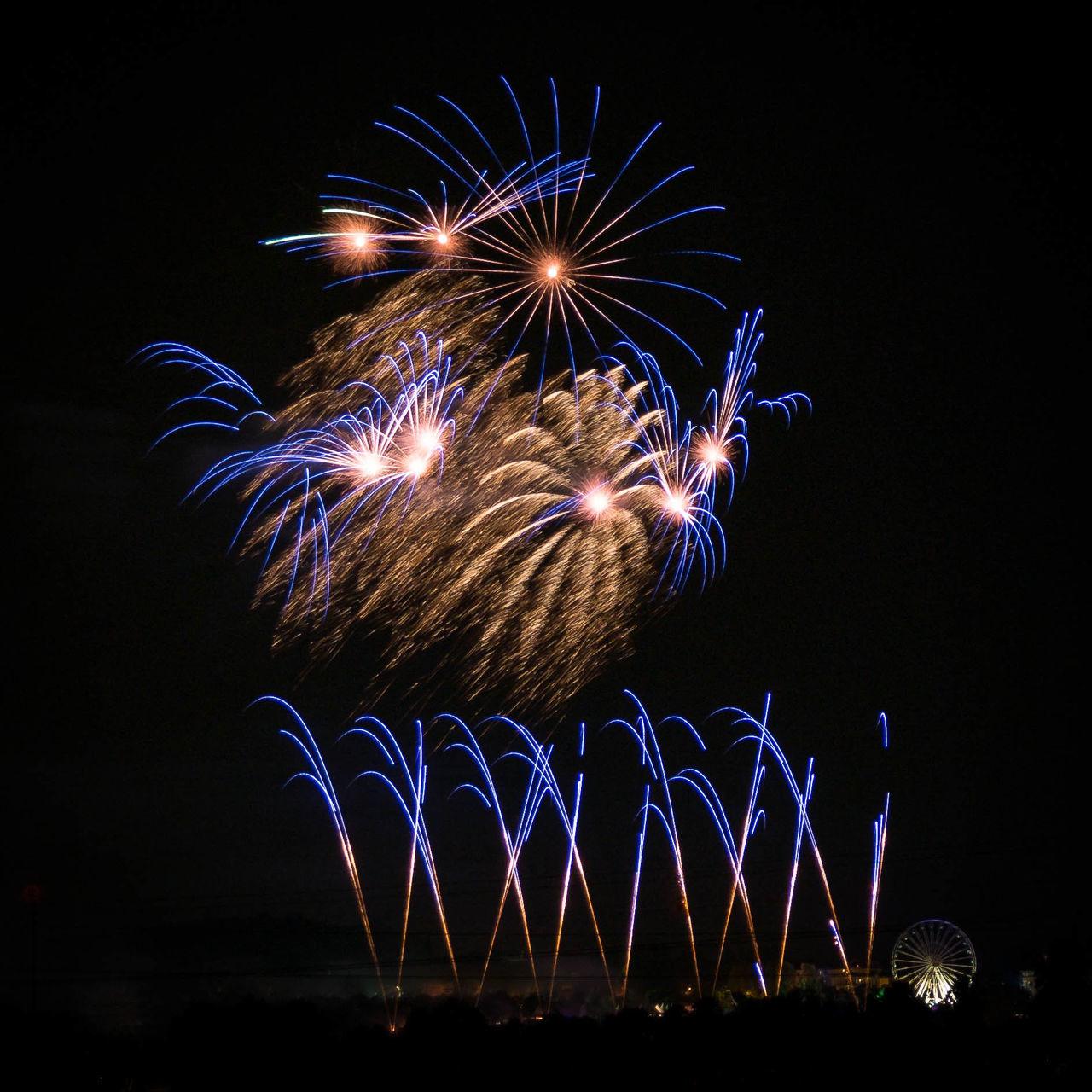 Flammende sterne Fireworks Firework Fireworksphotography Outdoors Blue Light And Shadow Light Feuerwerk Flammende Sterne Rocket Germany Filderstadt Ostfildern
