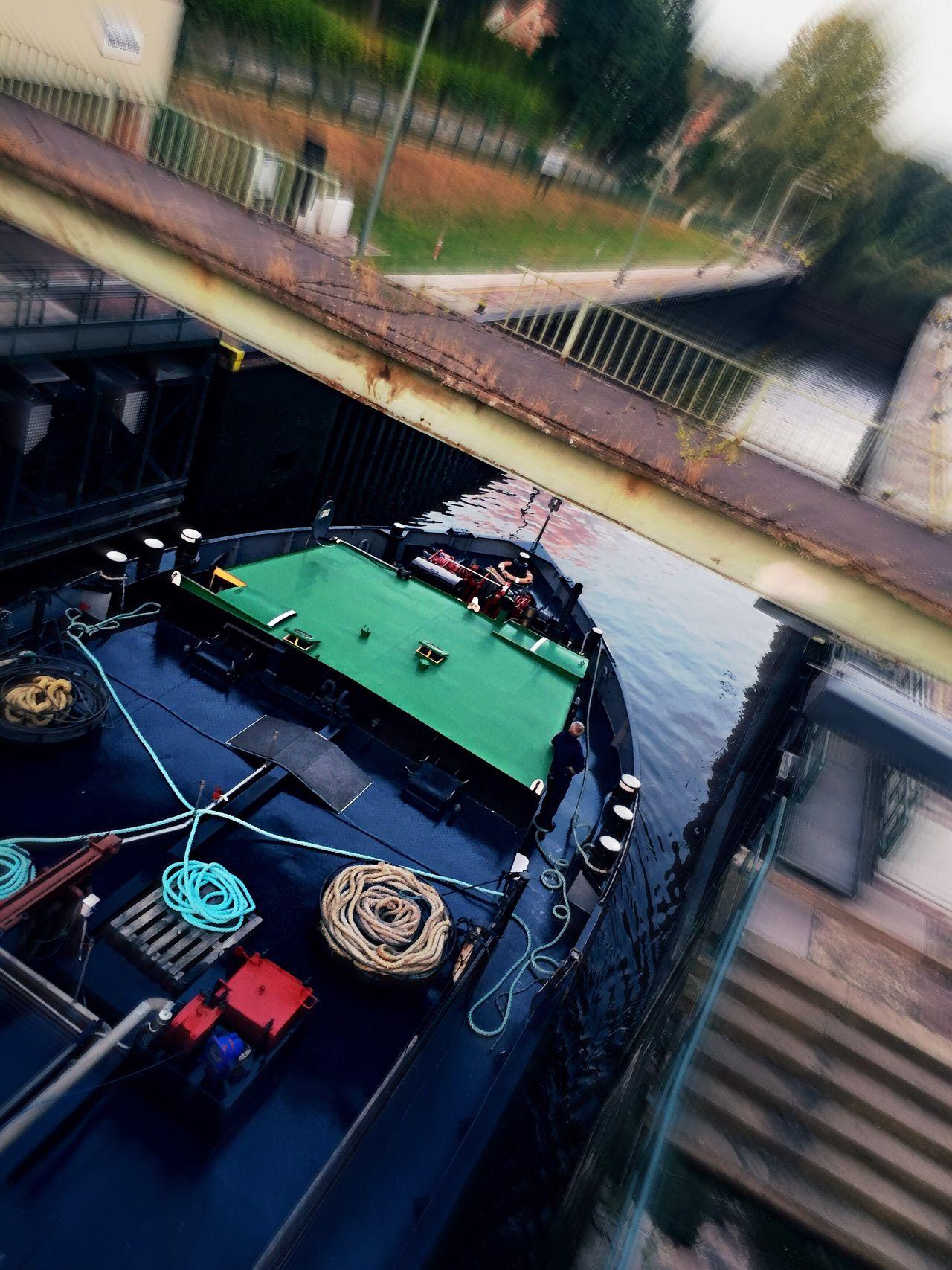 Transportation Pass Through A Sluice Mode Of Transport Vessel Motion