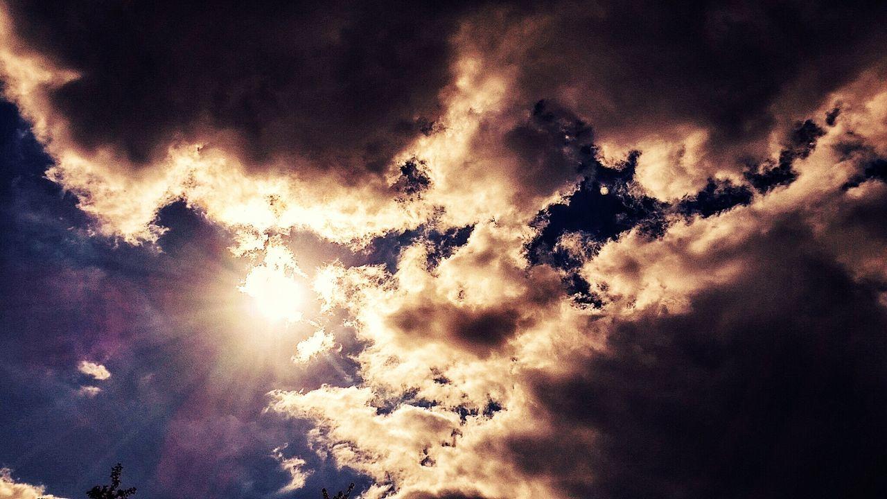 der Glanz am Himmel ... the gloss in the sky :-) Clouds Clouds And Sky Himmel Himmel Und Wolken Himmelskunst Sky_collection Clouds Collection Cloudslovers Beliebte Fotos The Week On Eyem Eyeem Market Taking Photos Hello World Eyeemphotography EyeEm Week On Eyeem Wonderful Wundervoll Nature Nature Photography Naturelovers Natur Naturfotografie EyeEm Nature Collection EyeEm Gallery