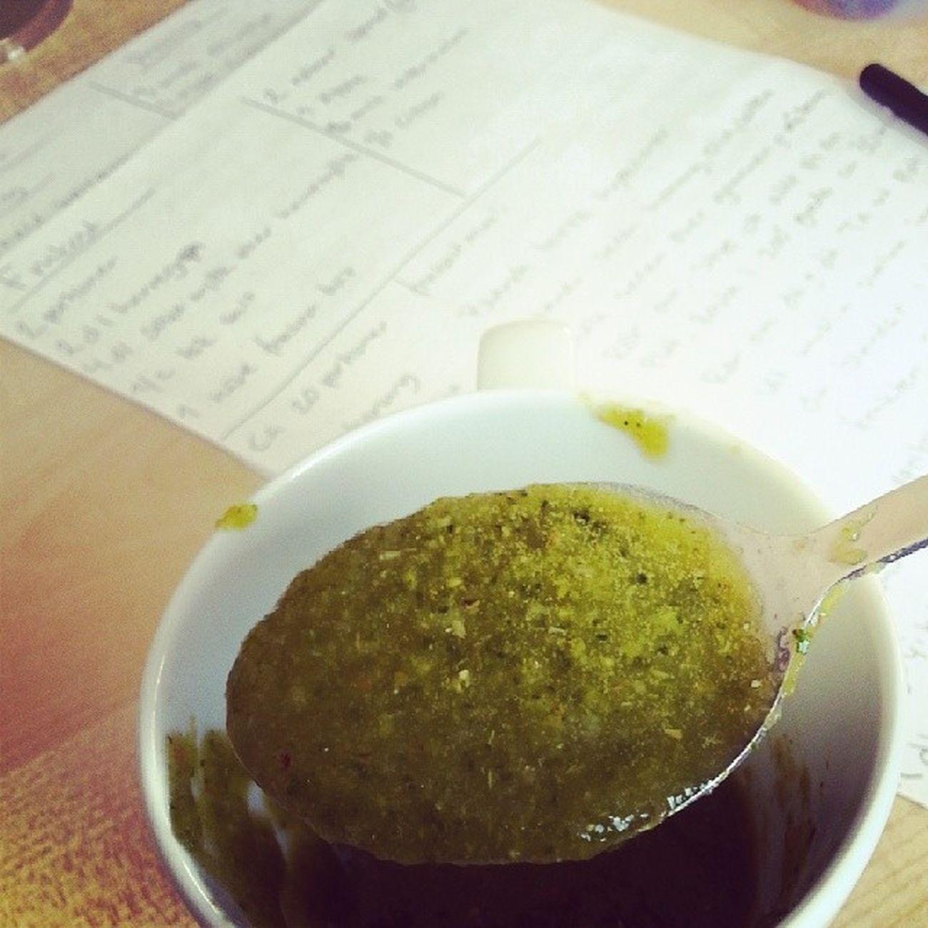 Detox Mat Nyttigt Recept 2 nävar färsk spenat 1 äpple 1/2 citron 3 msk vattenmelon