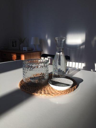 Decoration Dekoration Einrichten Esszimmer Furniture Glass Heim Home House Indoors  Licht Light Möbel Schatten Shadow Table Tisch Vase Wohnen Zuhause