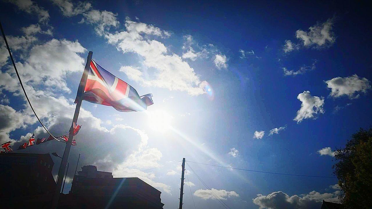 What a view while having a local bevvy. Sunny British Flag Britain Summer Views Summer 2017 Sunbeam Sunlight ☀ Sunnyday🌞 Sun Light Glistening Sun
