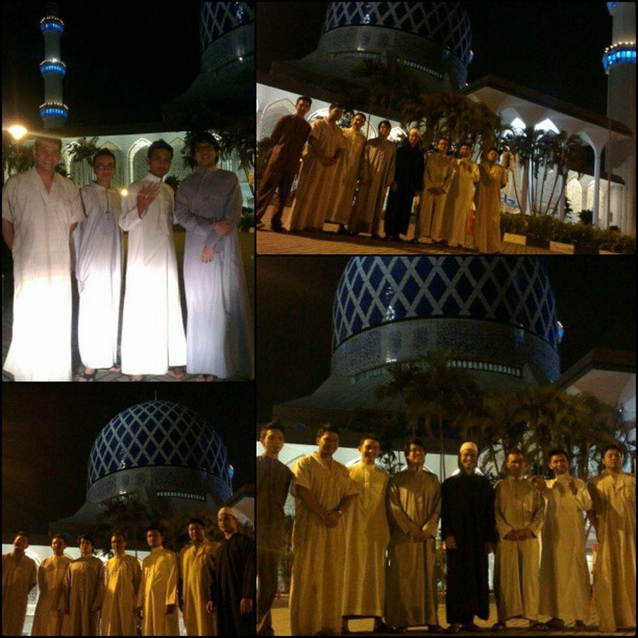 The last terawih of Ramadhan before we make way to Hari Raya. Haaa geng jubah Brodo