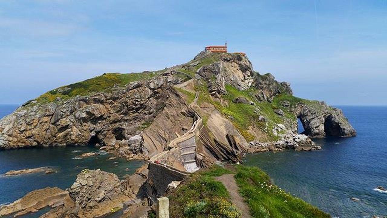 San Juan de Gaztelugatxe, Bizkaia. 📷 SPAIN Bermeo Bakio Sanjuandegaztelugatxe BasqueCountry Pais Vasco