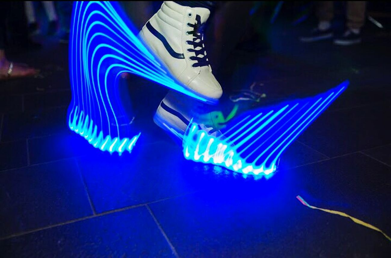 Robotgirl Shuffle Dance Dancer LED Led Schuhe Hanging Out Taking Photos Check This Out That's Me Hello World Relaxing Hi! Enjoying Life Leuchten Party Partytime Goodday